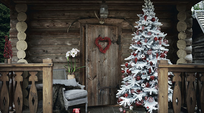 Decoration de noel rouge et blanc sapin de no l traditionnel - Deco noel scandinave ...