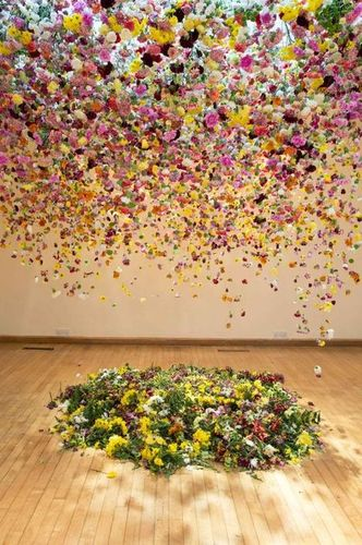 Rebecca Louise Law suspension fleurs