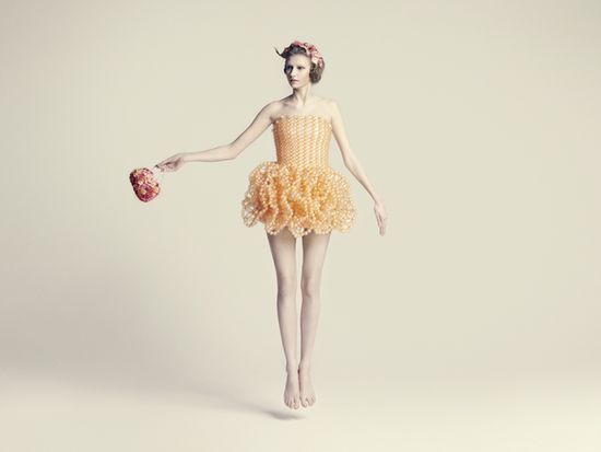 beautiful-balloon-dresses-by-ria-hosokai-04