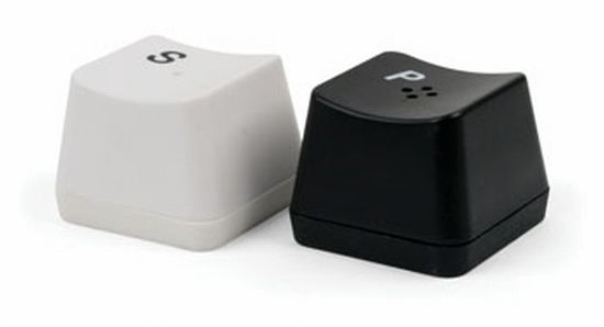 keyboard-salt-and-pepper-shakers_AZXXf_24702