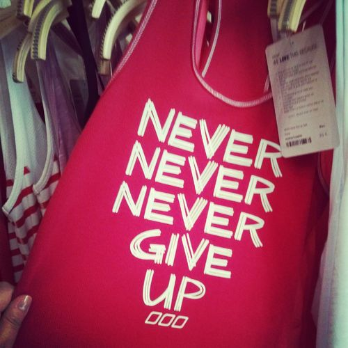 T-SHIRT LORNA JANE NEVER GIVE UP
