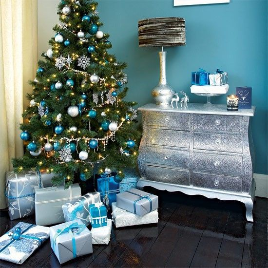 sapin de noel bleu et blanc d coration sapin de noel. Black Bedroom Furniture Sets. Home Design Ideas