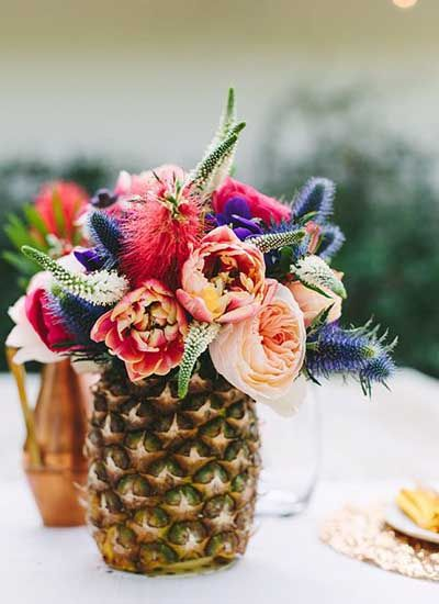 centre de table bouquet dans ananas