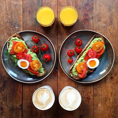 Symmetry-Breakfast tartine avocat tomate